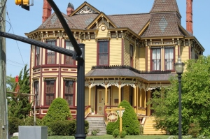 Several beautiful Victorian homes - I will go back and capture these beauties.
